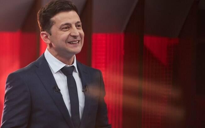 O humorista Volodymyr Zelenskiy é o futuro presidente da Ucrânia; ele venceu as eleições com 73% dos votos