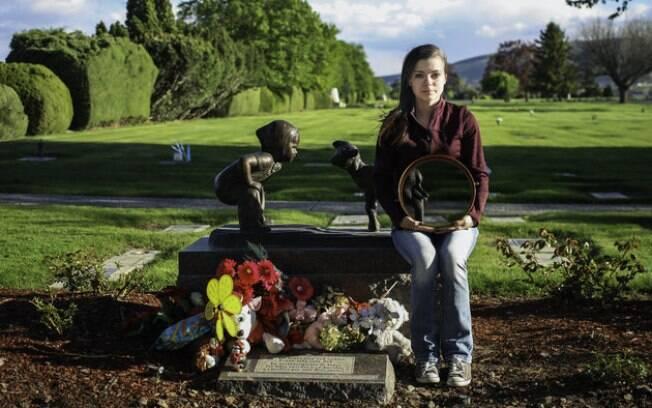 Os locais escolhidos para as fotos tem um significado especial para a pessoa que perdeu o filho