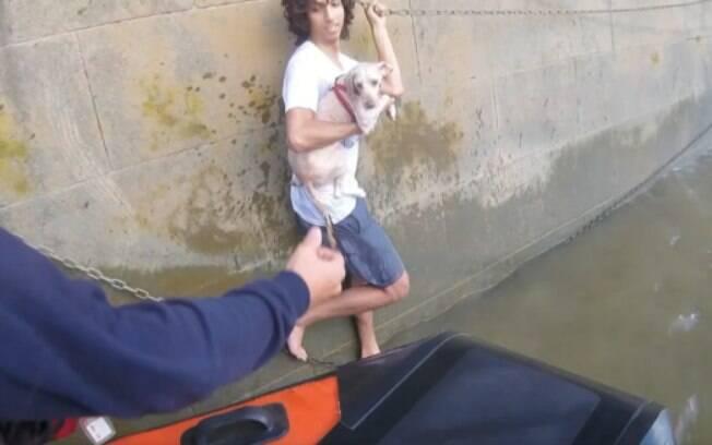 Menino se arriscou para salvar cachorro que caiu no Rio Tâmisa