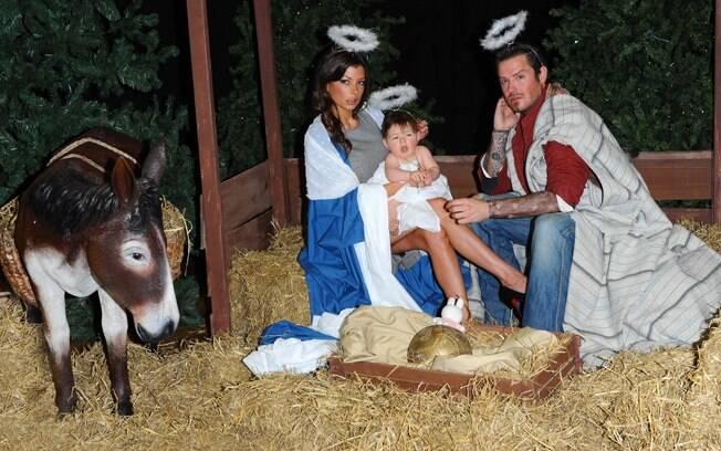 Os sósias de Victoria, David e Harper interpretaram Maria, José e Jesus, na clássica cena do nascimento de Cristo