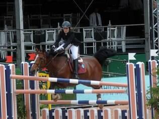 Krizia Galvão salta com a sua égua Cordélia