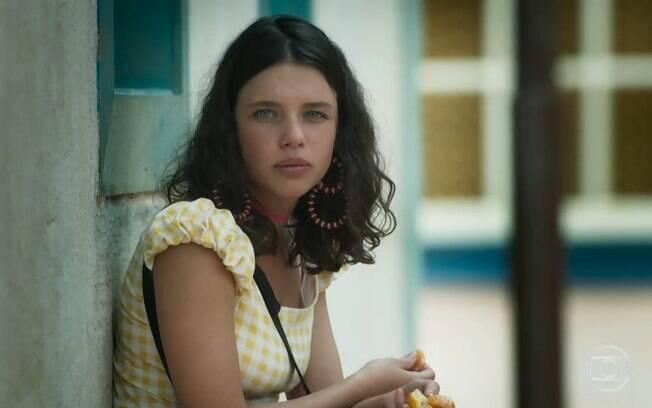 O cabelo com ondas naturais de Bruna Linzmeyer está dando o que falar na novela 'O Sétimo Guardião', da Rede Globo
