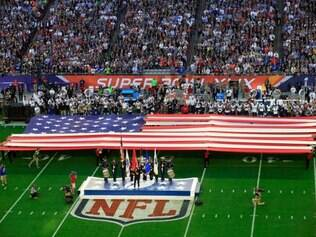 GLENDALE, AZ - FEBRUARY 01: Singer Idina Menzel sings the national anthem prior to Super Bowl XLIX between the New England Patriots and the Seattle Seahawks at University of Phoenix Stadium on February 1, 2015 in Glendale, Arizona.   Jamie Squire/Getty Images/AFP