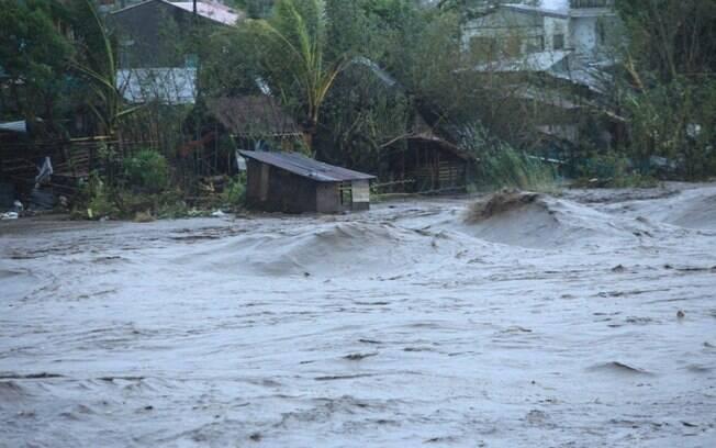 Tufão deixa 10 mortos nas Filipinas