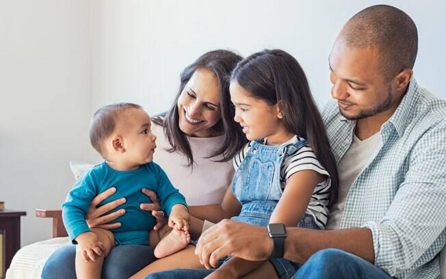 Famílias adotivas também precisam do tempo das licenças maternidade e paternidade para o período de adaptação