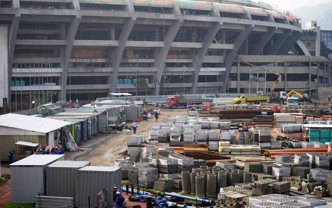 Região do estádio do Maracanã fica alagada  após forte chuva no Rio de Janeiro