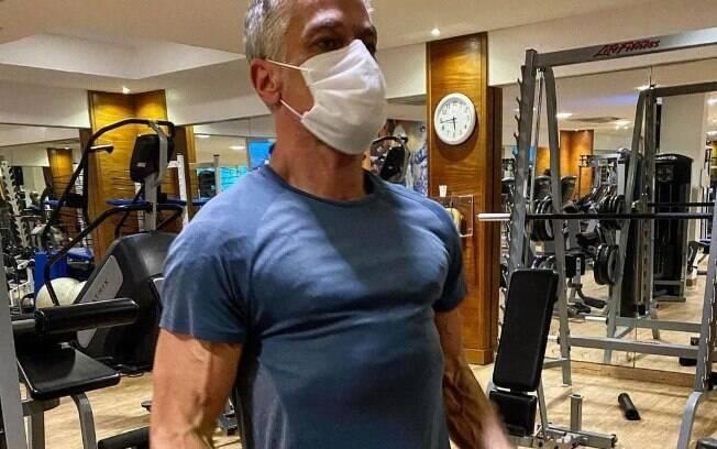 Fabio Assunção mostra rotina de malhação
