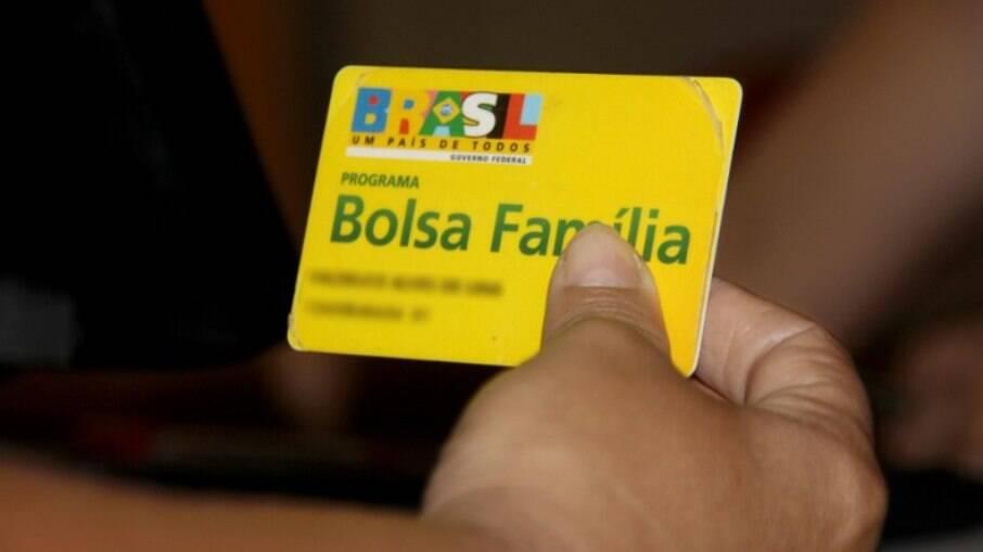 Presidente Jair Bolsonaro prometeu reajuste do benefício para R$ 400