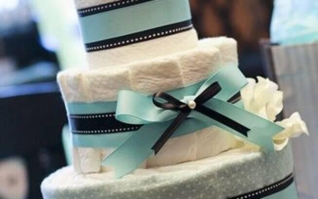 O bolo de fraldas é um item clássico na decoração do chá de bebê