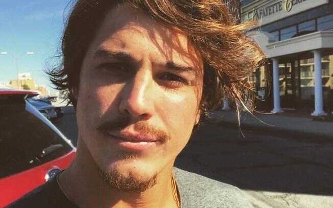 Durante entrevista para o youtuber Matheus Mazzafera, o ator Rômulo Arantes falou sobre o preconceito contra pessoas estéticamentes bonitas