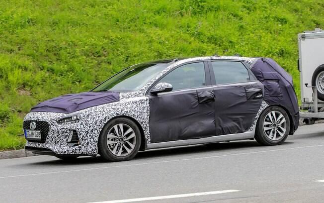 O Hyundai i30 já aparecia em testes na Europa, indicando seu lançamento eminente. Era esperado para o Salão de Paris, em outubro.