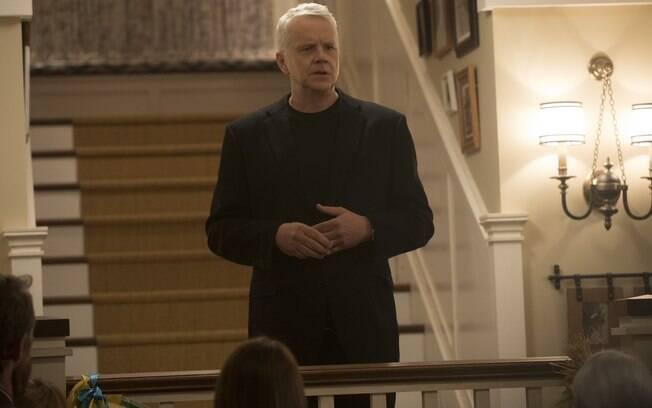 Here and Now: Tim Robbins (Greg) interpreta o pai da família
