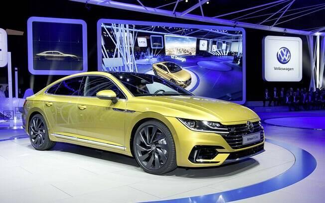 Disposto a brigar com BMW Série 4 Gran Coupe, o Volkswagen Arteon mostra o novo design da marca  alemã