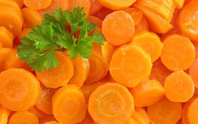 Cenoura: garante o bronzeado e ajuda na luta contra a celulite