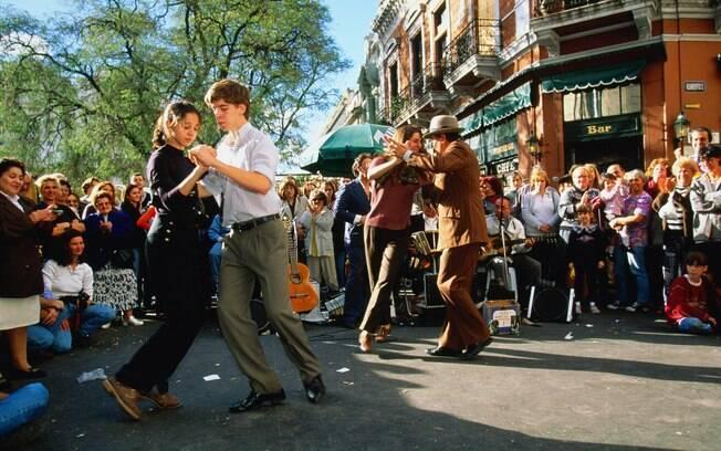 Apresentação de tango nas ruas de San Telmo, em buenos Aires