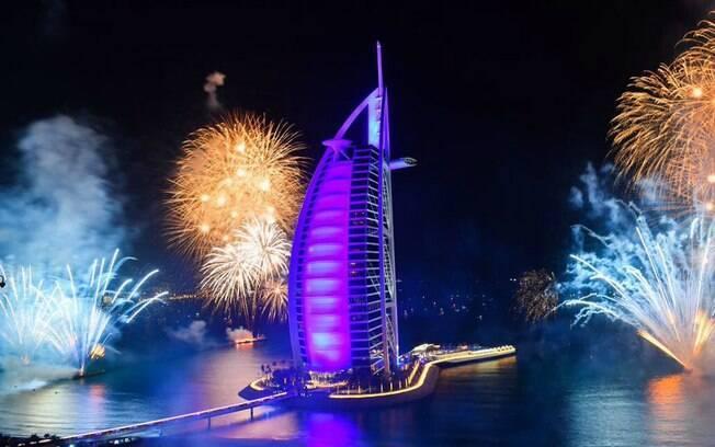 Em Dubai, nos Emirados Árabes Unidos, a passagem do ano foi marcada por muito luxo e glamour
