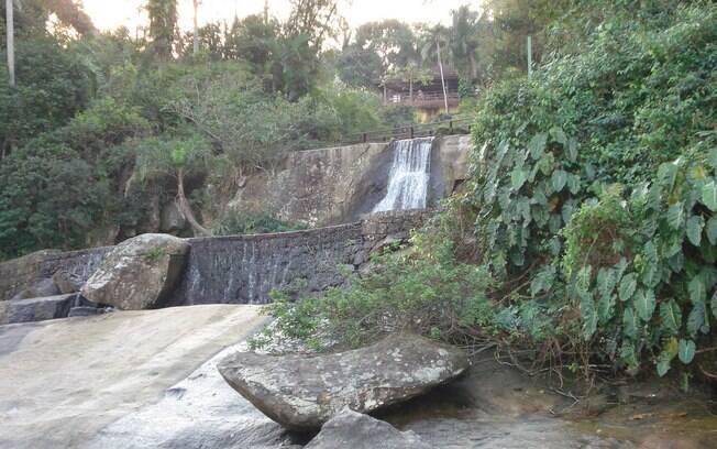 Cachoeira da praia de Iporanga.