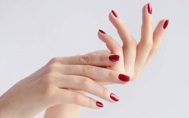Evite apertar demais e fazer movimentos bruscos com as mãos durante o sexo oral