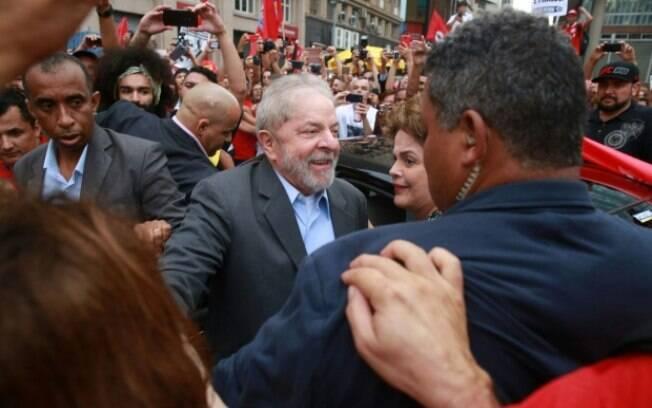 Lula está preso na sede da Polícia Federal em Curitiba desde o dia 7 de abril, mas mantê-lo neste local está