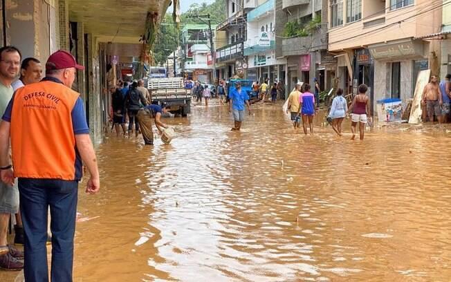 Fortes chuvas atingem o estado de Espírito Santo deixando destruição e desabrigados em várias cidades do estado capixaba