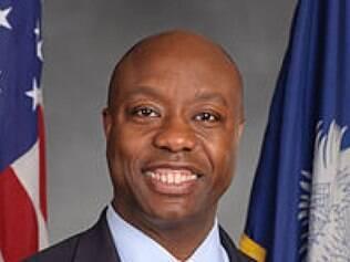 Scott substitui desde 2013 seu antecessor que renunciou ao mandato de senador