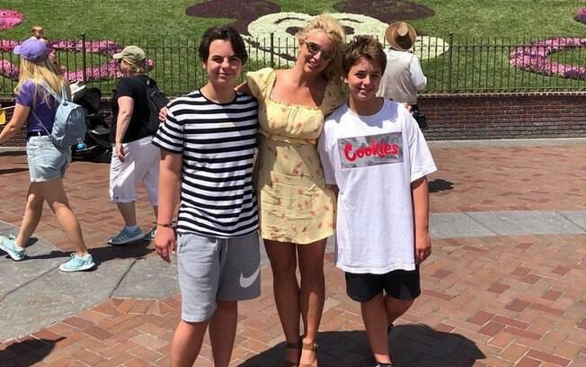 O caçula de Britney Spears fez revelações polêmicas durante uma live no Instagram
