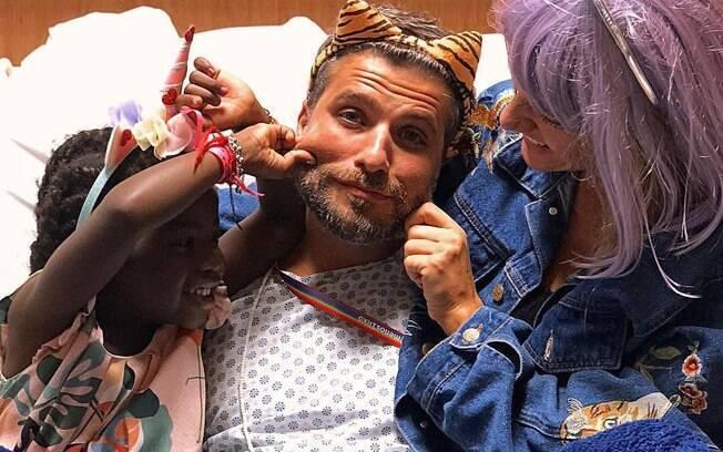 Bruno Gagliasso tem carnaval no Hospital