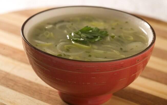 Foto da receita Sopa de batata-doce com alho-poró pronta.