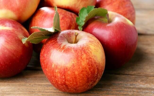 Maçã ajuda a fazer uma faxina no organismo por conter itens como fibras, potássio, vitamina B6 e pectina, que ajuda no controle glicêmico e no colesterol