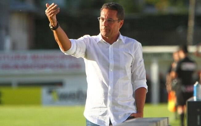 Vanderlei Luxemburgo em ação na vitória do  Grêmio