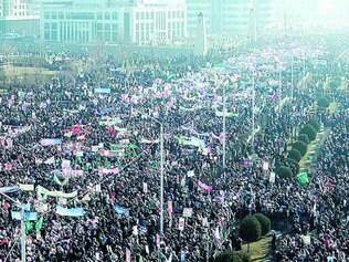 Multidão irada. A cidade chechena de Grozny, que tem 1,2 milhão de habitantes, reuniu 800 mil nas ruas