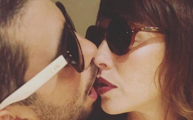 Pedro Scooby e sua mulher, a atriz Luana Piovani, posaram juntos depois de receberem críticas após última foto quente