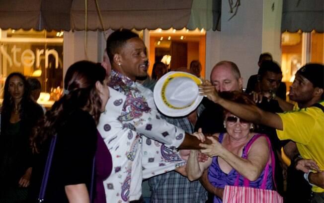Will Smith causou alvoroço nessa quinta-feira (23), na porta do Copacabana Palace