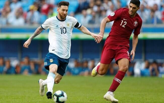 Lionel Messi em ação pela Argentina contra o Catar