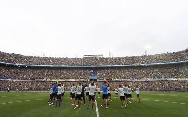 Elenco do Boca Juniors recebeu apoio dos torcedores na Bombonera antes de clássico na final da Libertadores