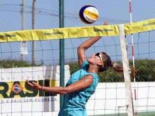 Mari Paraíba terá, no domingo, sua primeira chance de jogar uma partida oficial no vôlei de areia