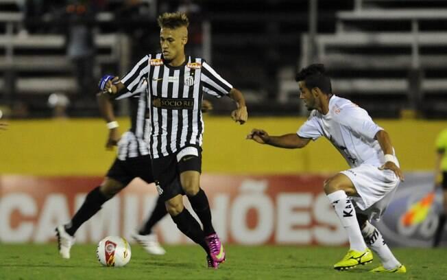 Sem grande destaque, Neymar marcou de pênalti  o gol que impediu a derrota do Santos nesse  domingo