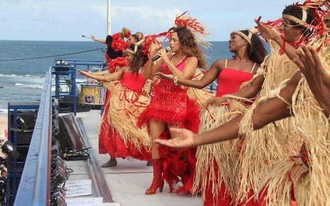 Daniela Mercury dançou com as bailarinas em cima do trio elétrico