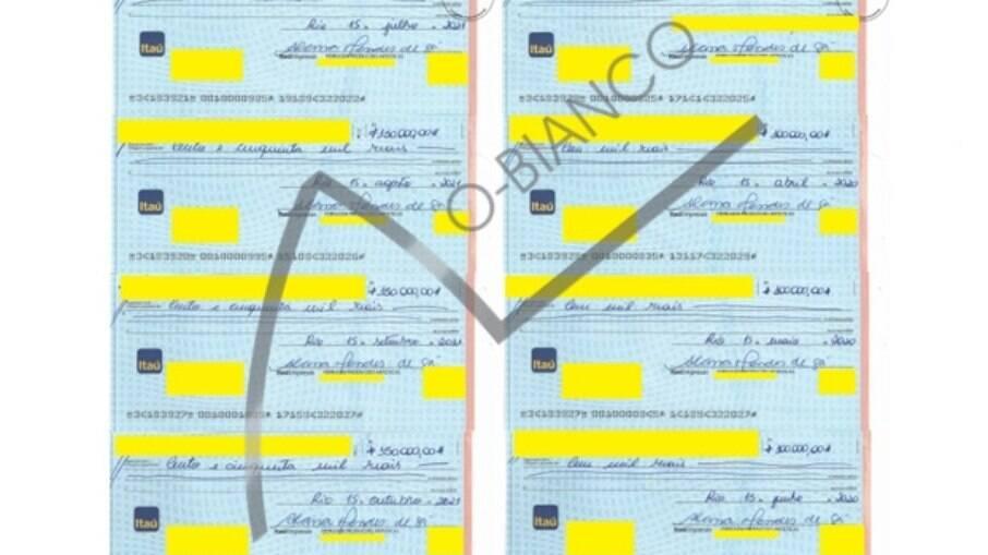 Cheques foram sustados pelo cantor