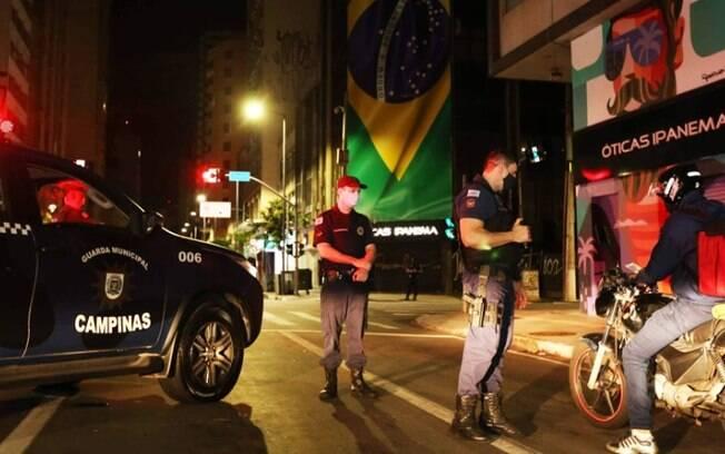 GM de Campinas aborda 170 veículos e fecha 33 comércios em toque de recolher