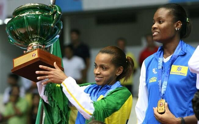 Ela também já levantou a taça do Grand Prix  como capitã, em 2006. No total foram sete títulos,  duas pratas e um bronze no Grand Prix
