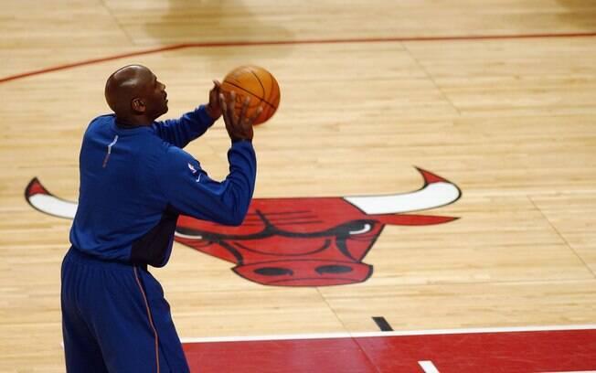 Depois de construir a carreira no Chicago  Bulls, Michael Jordan disputou duas temporadas  pelo Washington Wizards. Em janeiro de 2002,  visitou Chicago