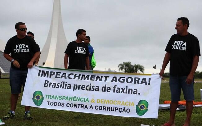 Manifestantes se concentram em Brasília a espera do protesto em defesa do afastamento da presidente Dilma Rousseff do cargo