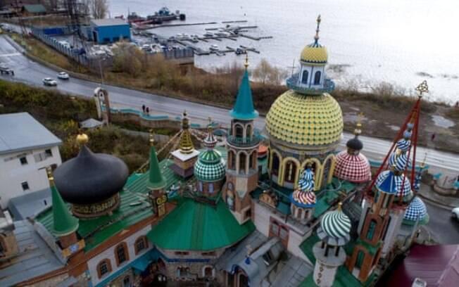 Templo de todas as religiões perto do Volga na cidade de Kazan, um dos locais dos assassinatos