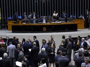 Sessão extraordinária da Câmara para continuar votação da Medida Provisória dos Portos.