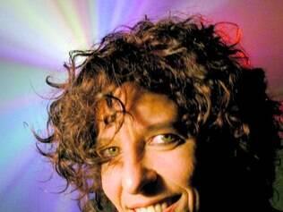 Carreira. Após passagem pela banda Nau, Vange lançou dois discos solos e se enveredou na literatura