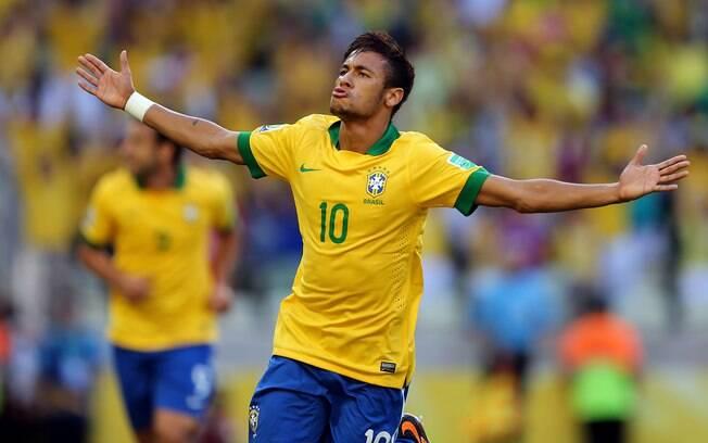 Neymar celebra após marcar gol no começo do  jogo