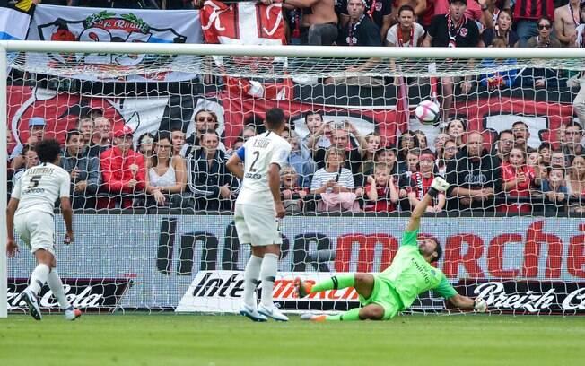 Buffon em campo pelo PSG