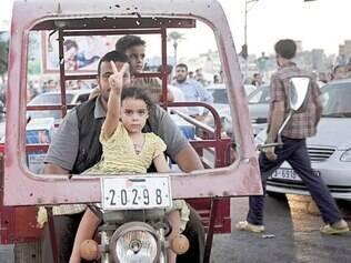 Vitória.Menina comemora o fim dos ataques israelenses a Gaza, acertado ontem entre Israel e Hamas