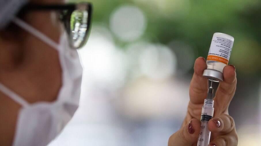 Países mais ricos estão sendo vacinados contra Covid-19 até 25 vezes mais rápido
